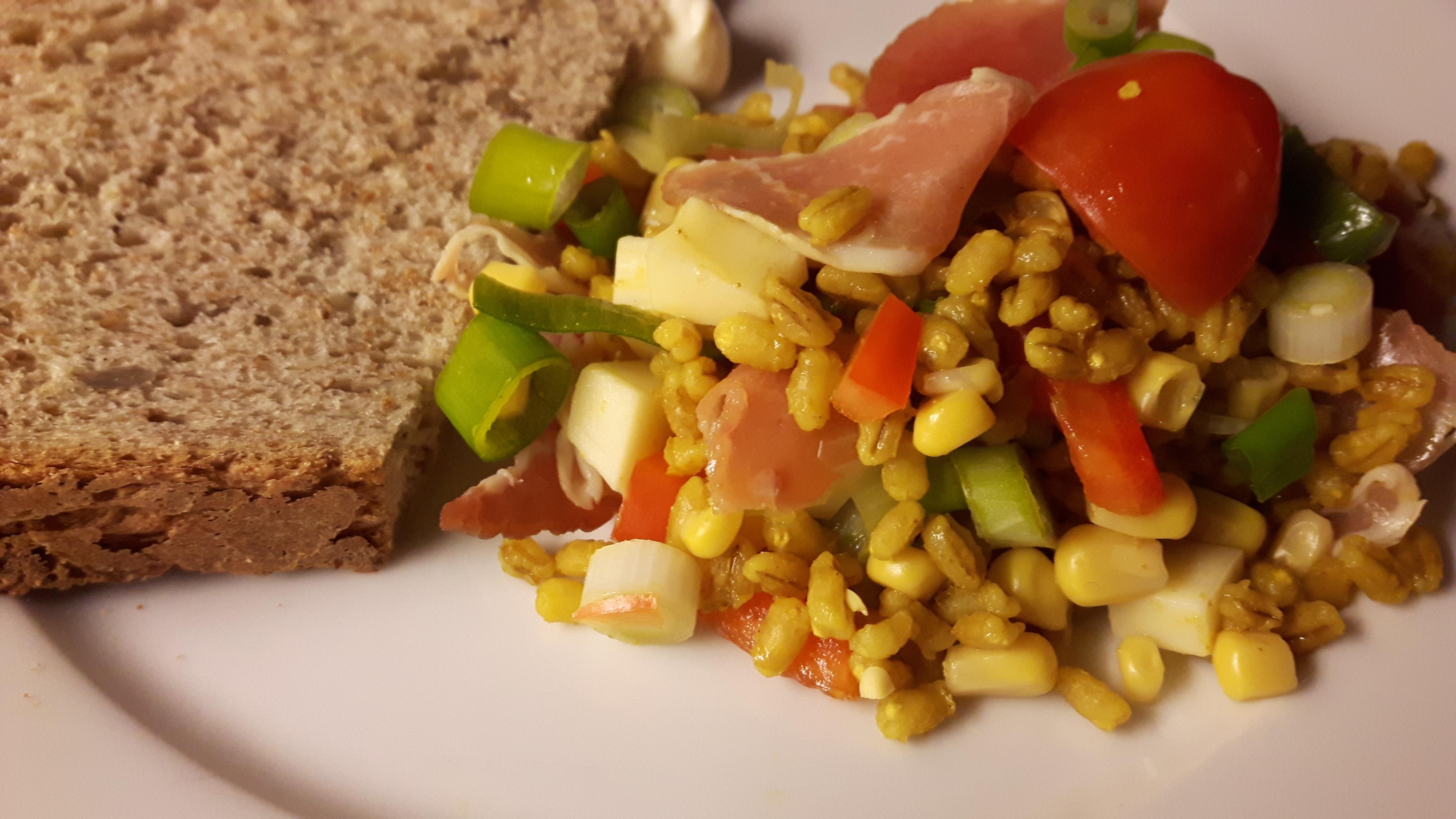 Salat med byggryn og gurkemeie